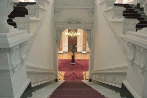 escalera-de-acceso-al-hall-de-la-academia-diplomtica-de-chile-andrs-bello_6038647734_o